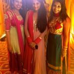 Мои подруги в национальных платьях на вечере менди.